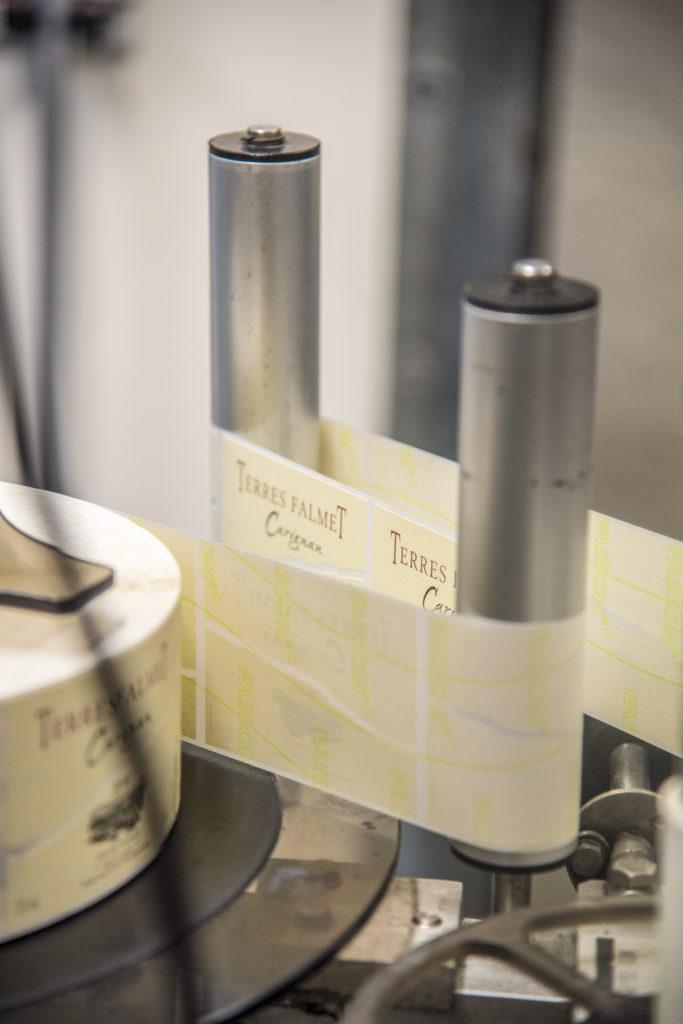 rouleau etiquette de vin saint chinian