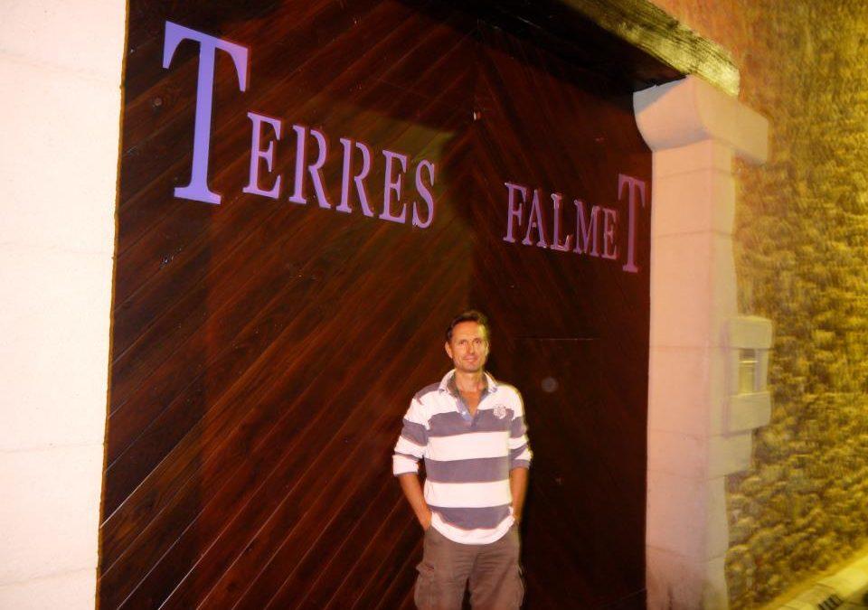 Nouvelle porte de la cave à Creissan sur le terroir de Saint Chinian